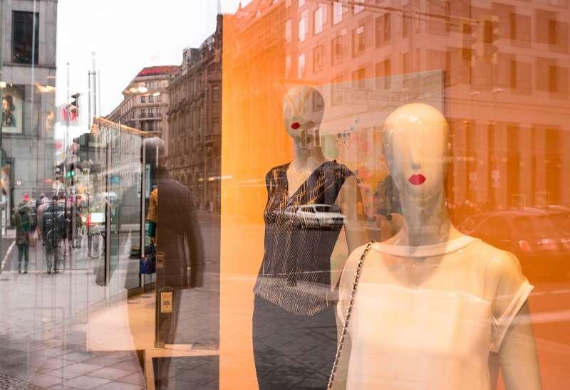 Orange kisses Berlin